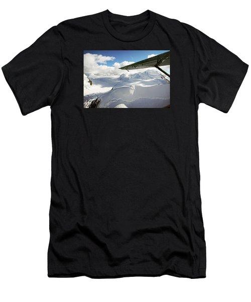 Snowfield Off Airplane Wing - Alaska Range Men's T-Shirt (Athletic Fit)