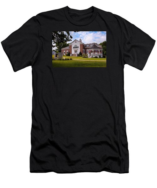 Southampton, Ma Town Hall Men's T-Shirt (Athletic Fit)