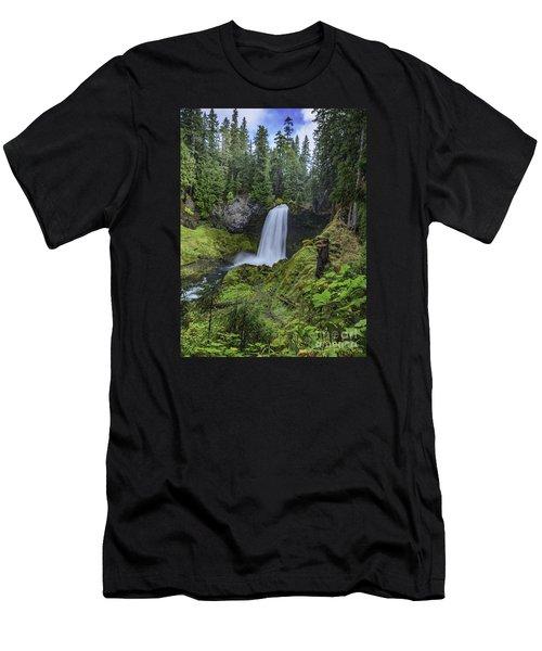 Sahalie Falls,oregon Men's T-Shirt (Athletic Fit)
