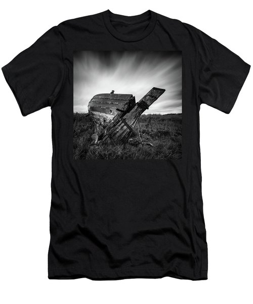 St Cyrus Wreck Men's T-Shirt (Athletic Fit)