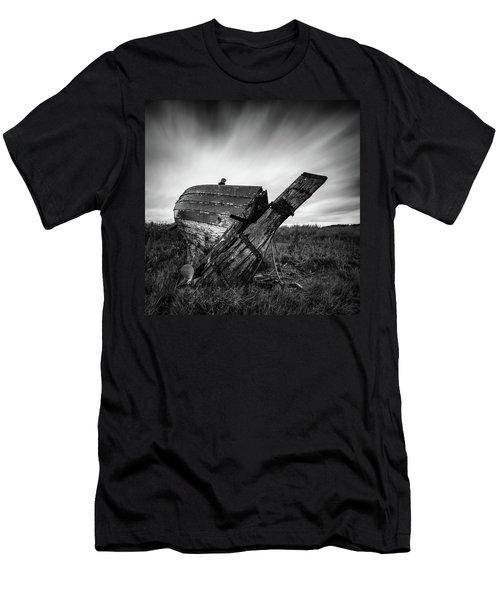 St Cyrus Wreck Men's T-Shirt (Athletic Fit)