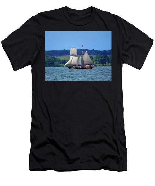 St. Lawrence II  Men's T-Shirt (Athletic Fit)