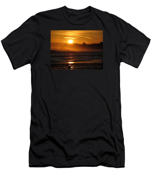 Sunrise Over Sandsend Beach Men's T-Shirt (Athletic Fit)