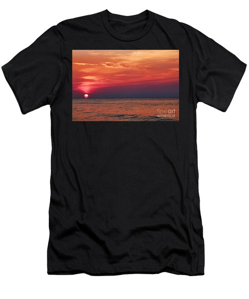 Sunrise Over The Horizon On Myrtle Beach Men's T-Shirt (Athletic Fit)