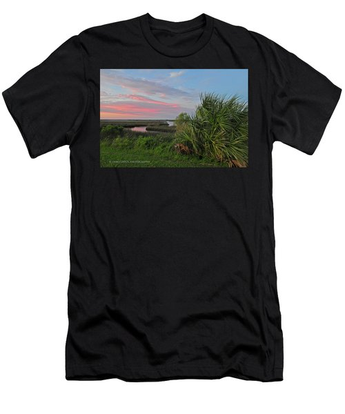 D32a-89 Sunset In Crystal River, Florida Photo Men's T-Shirt (Athletic Fit)