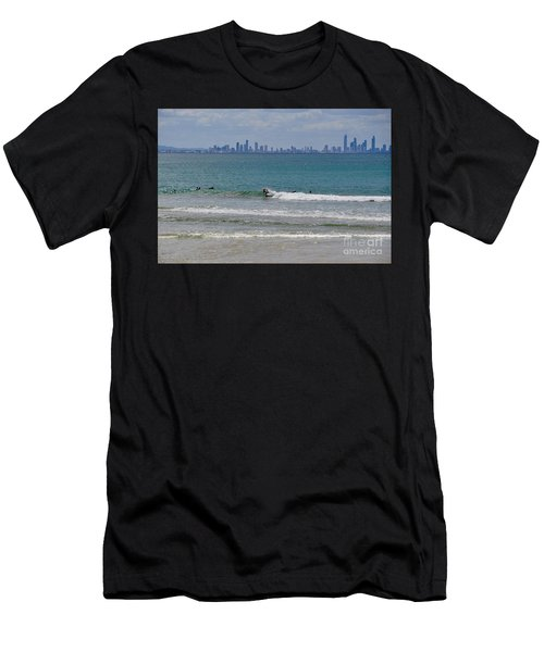 Surfers Paradise  Men's T-Shirt (Athletic Fit)