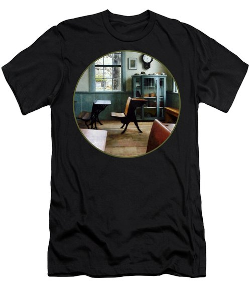 Teacher - One Room Schoolhouse With Clock Men's T-Shirt (Slim Fit)