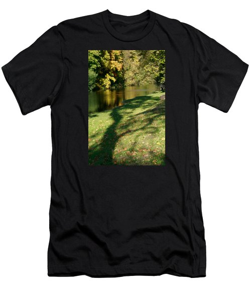The Game Of Shadows Men's T-Shirt (Athletic Fit)