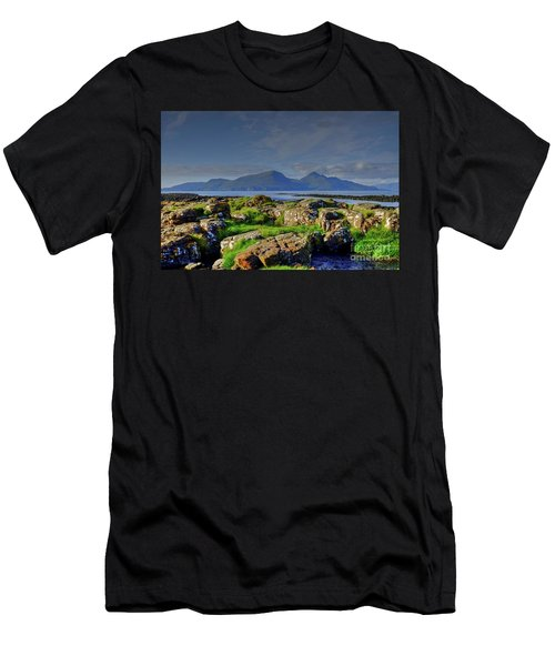 The Isle Of Rum Small Isles Scotland Men's T-Shirt (Athletic Fit)