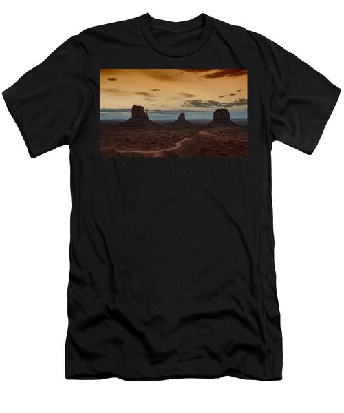 The Magical Beauty Of Monument Valley  Men's T-Shirt (Athletic Fit)
