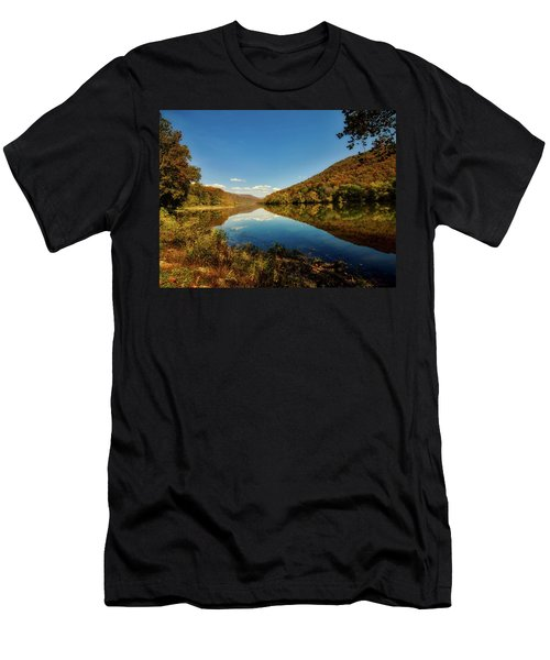 The New River In Autumn Men's T-Shirt (Slim Fit) by L O C