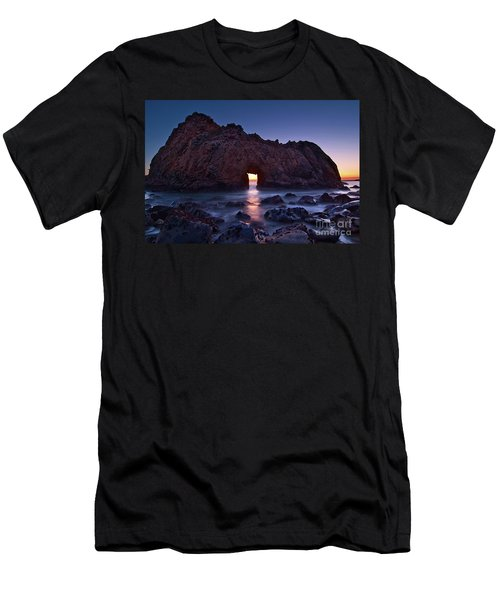 The Portal - Sunset On Arch Rock In Pfeiffer Beach Big Sur In California. Men's T-Shirt (Athletic Fit)