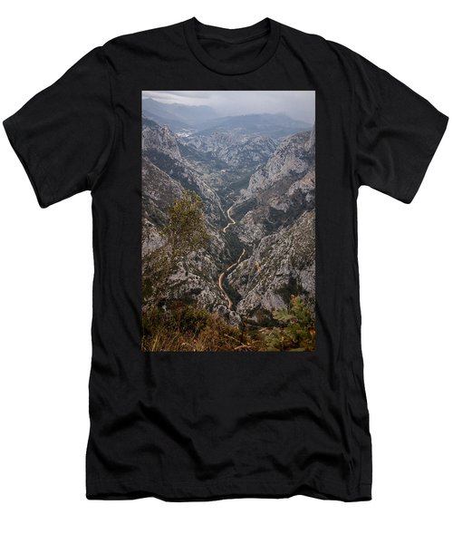 The Road Men's T-Shirt (Athletic Fit)
