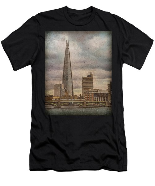 London, England - The Shard Men's T-Shirt (Athletic Fit)
