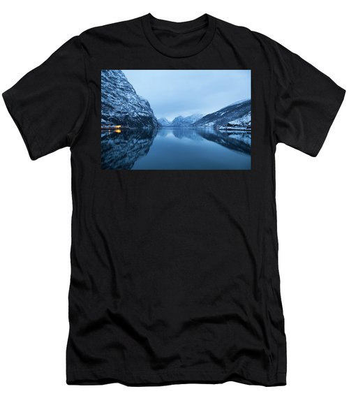 The Stillness Of The Sea Men's T-Shirt (Athletic Fit)