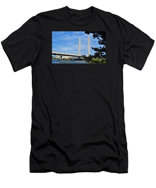 Thea Foss Bridge  Men's T-Shirt (Athletic Fit)