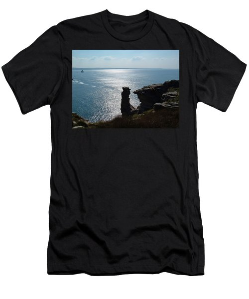 Tintagel Stack Cornwall Men's T-Shirt (Athletic Fit)