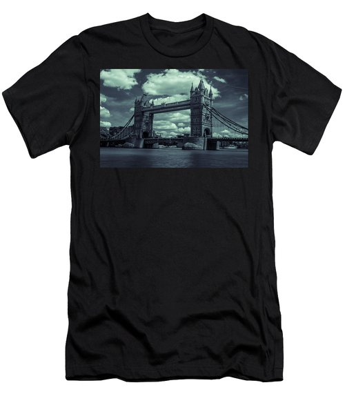 Tower Bridge Bw Men's T-Shirt (Athletic Fit)