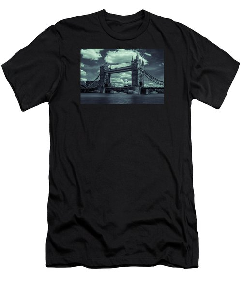 Tower Bridge Bw Men's T-Shirt (Athletic Fit)
