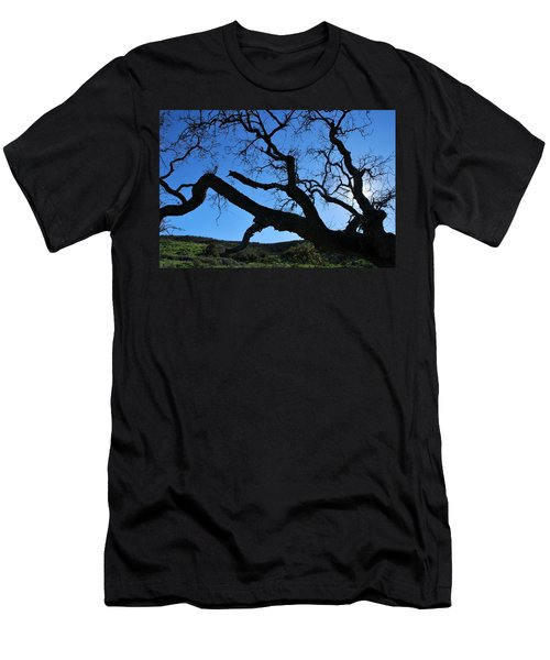 Tree In Rural Hills - Silhouette View Men's T-Shirt (Athletic Fit)