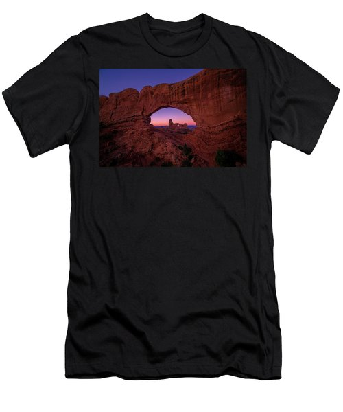 Turret Arche  Men's T-Shirt (Athletic Fit)