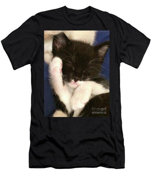 Tuxedo Kitten Snoozing Men's T-Shirt (Athletic Fit)