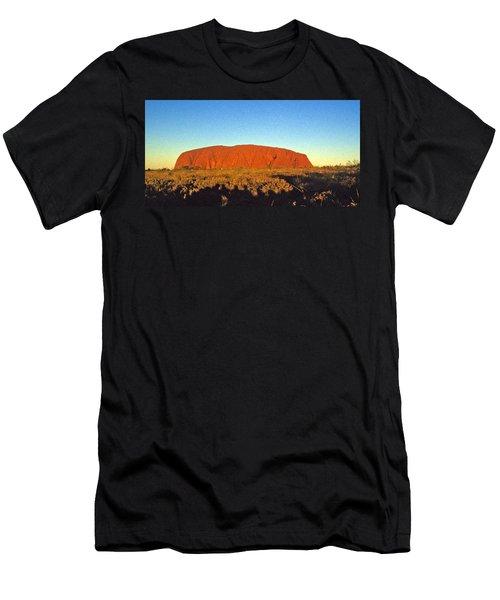 Uluru Men's T-Shirt (Athletic Fit)