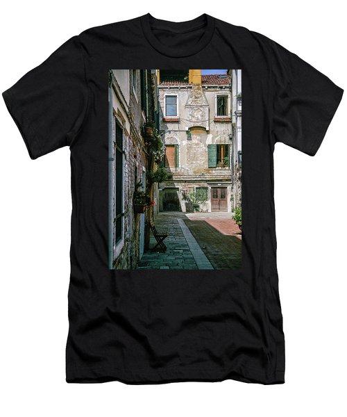 Venetian Back Street Men's T-Shirt (Athletic Fit)