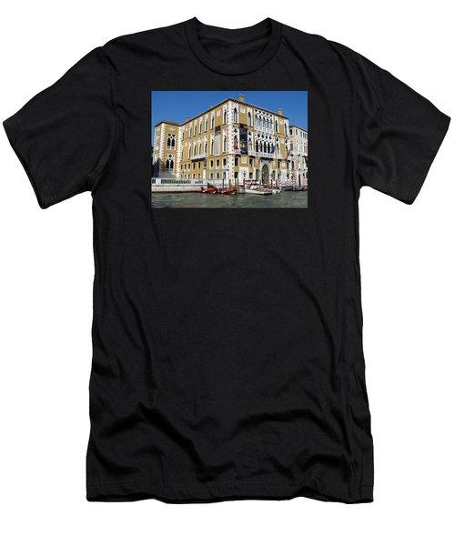 Venice Canal Building Men's T-Shirt (Athletic Fit)