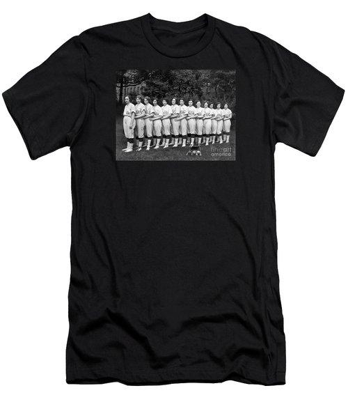 Vintage Photo Of Women's Baseball Team Men's T-Shirt (Athletic Fit)