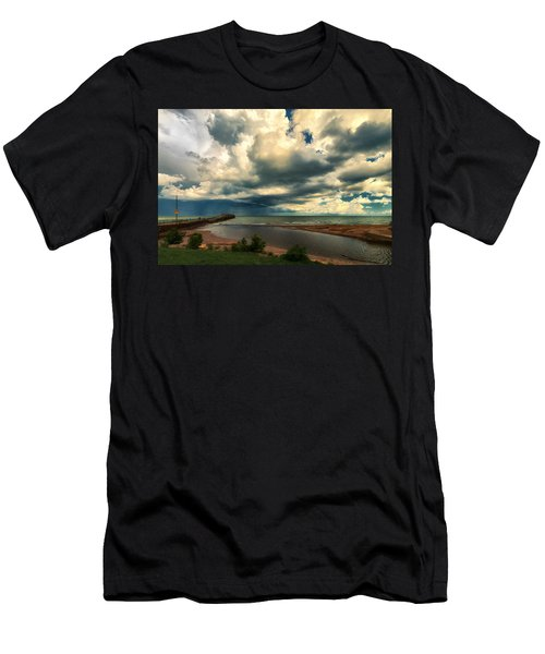 Watching The Storm On Lake Erie Men's T-Shirt (Athletic Fit)