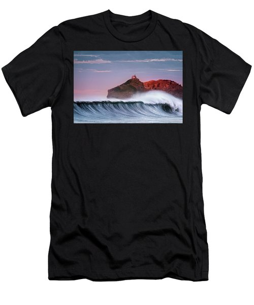 Wave In Bakio Men's T-Shirt (Athletic Fit)