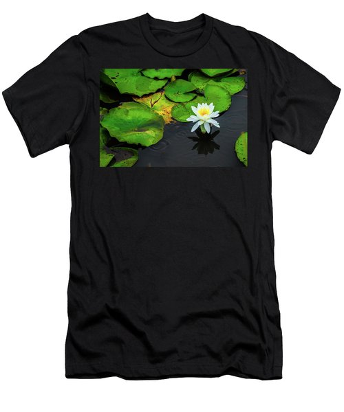 White Lily And Rippled Water Men's T-Shirt (Athletic Fit)