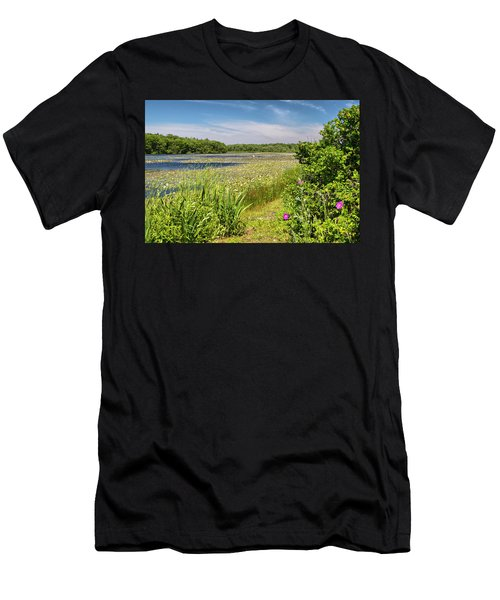 White Lily Pond  Men's T-Shirt (Athletic Fit)