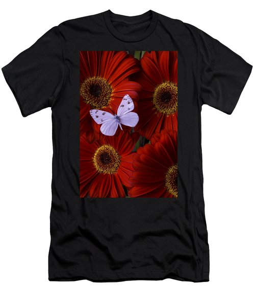 White Wings On Red Daisy Men's T-Shirt (Athletic Fit)