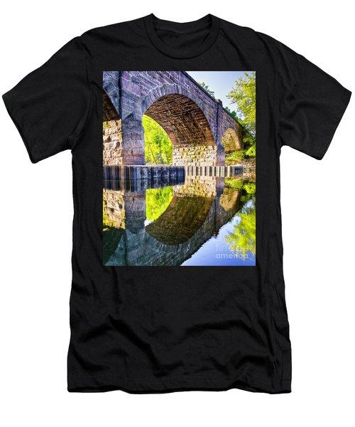 Windsor Rail Bridge Men's T-Shirt (Athletic Fit)