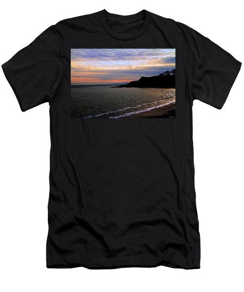 Winter's Beachcombing Men's T-Shirt (Athletic Fit)