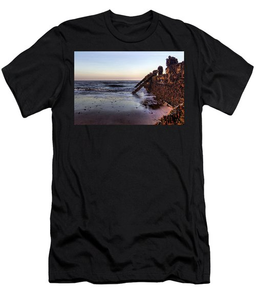 Withernsea Groynes At Sunset Men's T-Shirt (Athletic Fit)