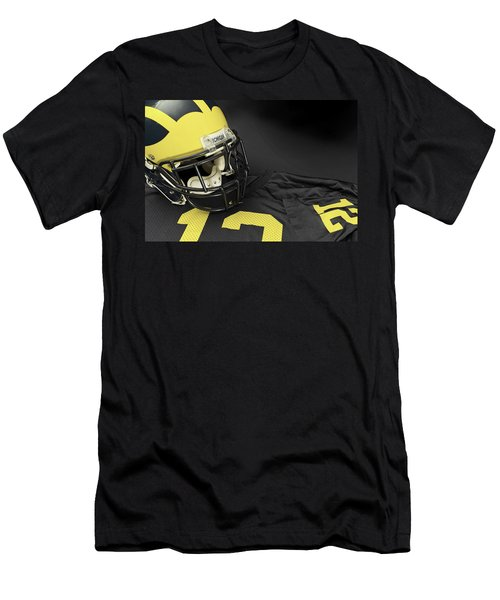 Wolverine Helmet With Jersey Men's T-Shirt (Athletic Fit)