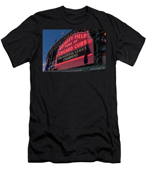 Wrigley Field Marquee Cubs National League Champs 2016 Men's T-Shirt (Athletic Fit)