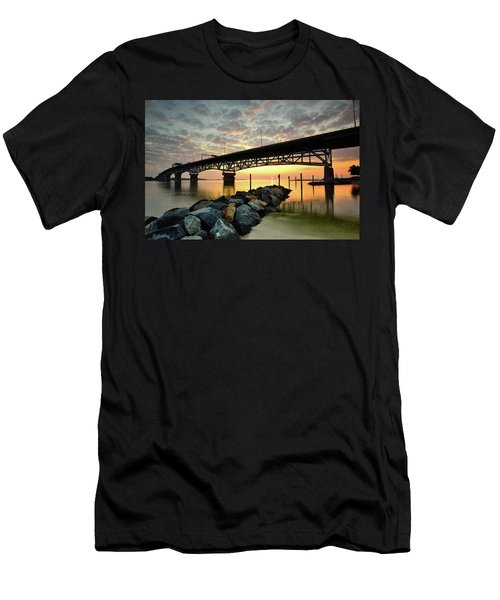 York River Sunrise Men's T-Shirt (Athletic Fit)