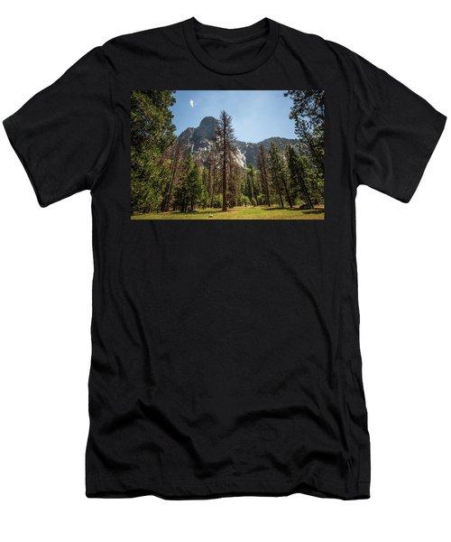 Yosemite View 18 Men's T-Shirt (Athletic Fit)