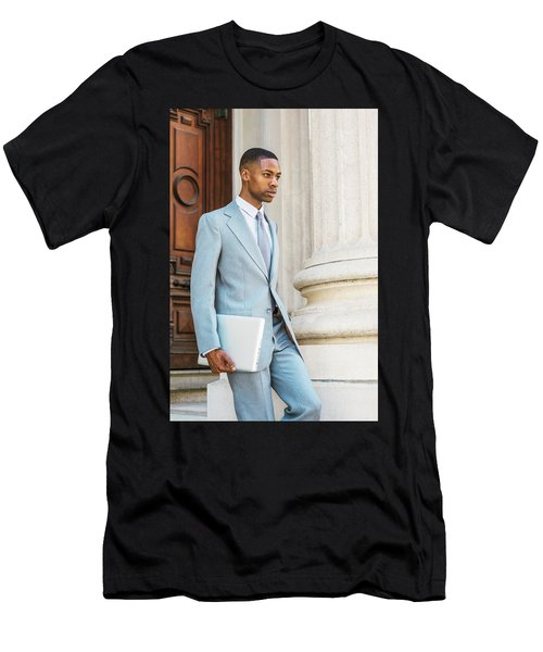 Young African American Businessman Working In New York Men's T-Shirt (Athletic Fit)
