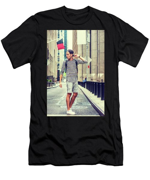 Young Russian Man Traveling In New York Men's T-Shirt (Athletic Fit)