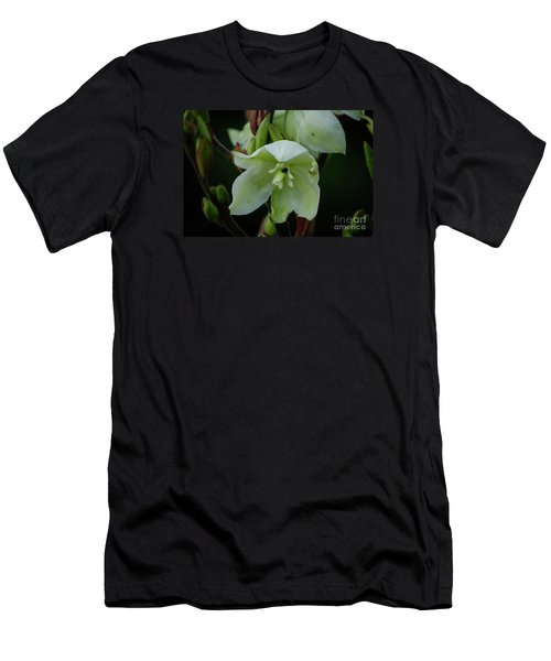 Yucca Men's T-Shirt (Athletic Fit)