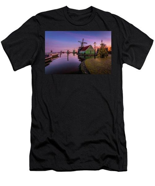 Zaanse Schans Holiday  Men's T-Shirt (Athletic Fit)