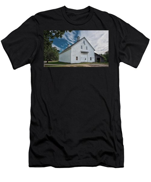 Men's T-Shirt (Athletic Fit) featuring the photograph Freeport Barn by Guy Whiteley