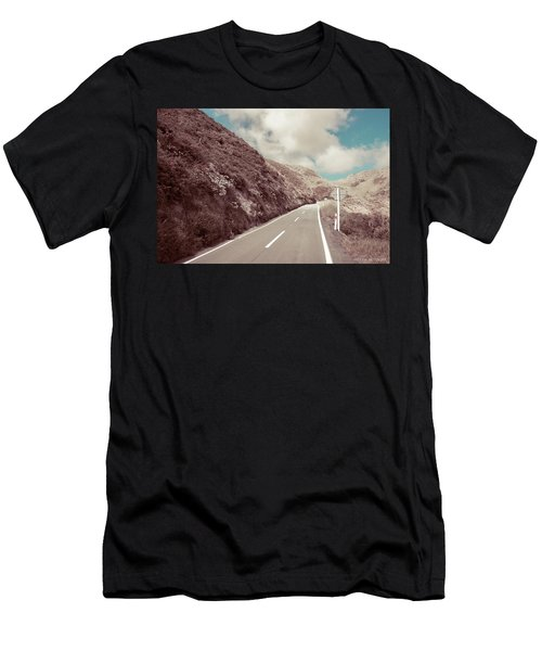 Paekakariki Hill Road Men's T-Shirt (Athletic Fit)