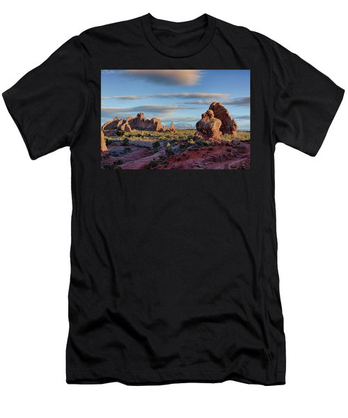 Red Rock Formations Arches National Park  Men's T-Shirt (Athletic Fit)