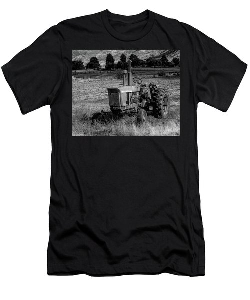 Vintage Tractor In Honeyville Bw Men's T-Shirt (Athletic Fit)